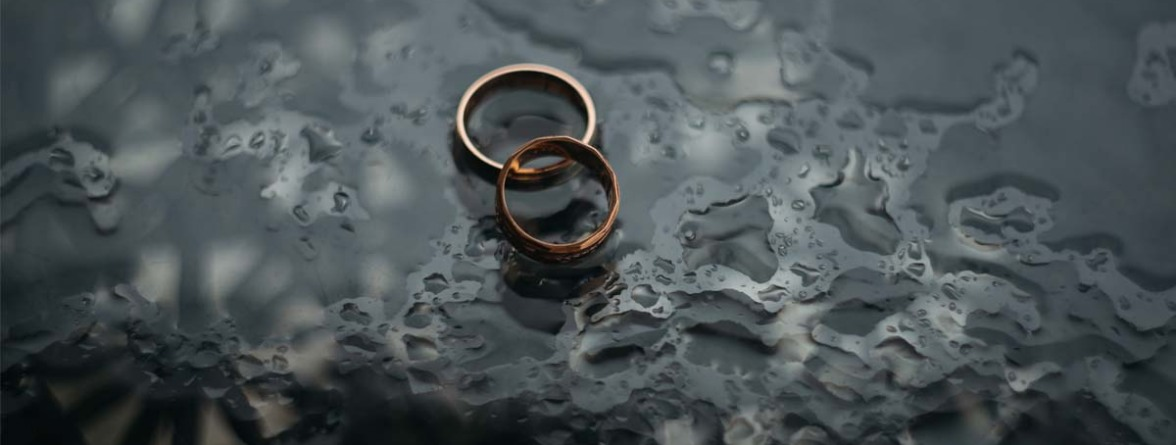Picture of two rings depicting a no-fault divorce